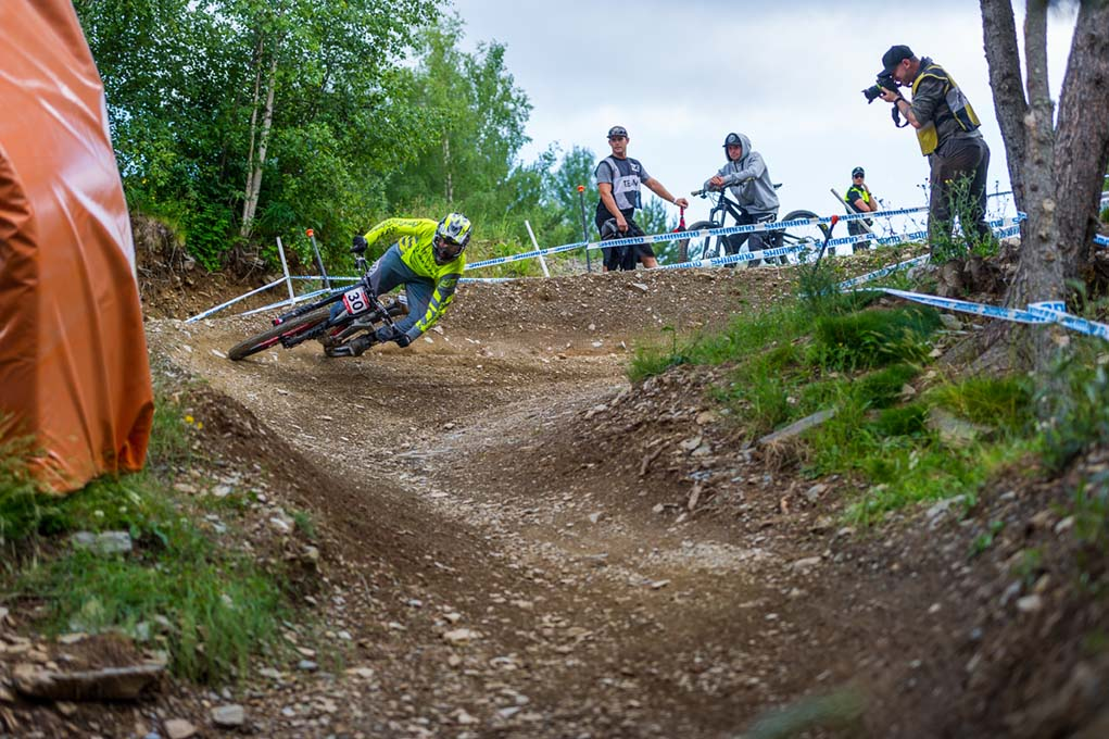 Bike-Vallnord-descens-DH