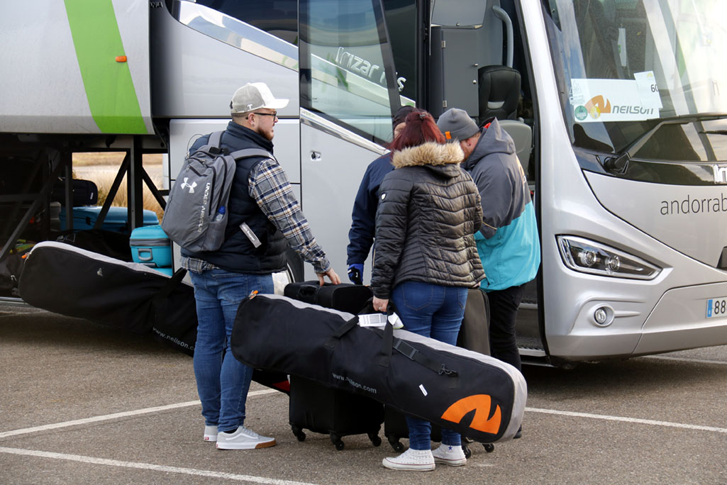autobus-esquiadors-equipatges-terminal-alguaire-acn