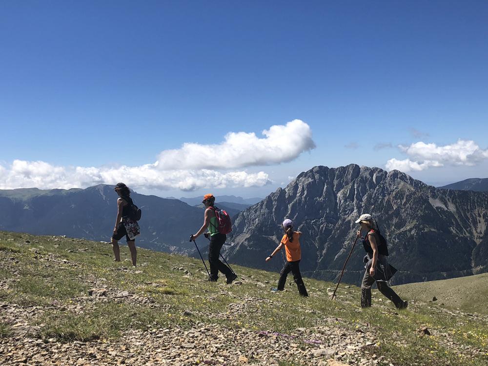 comabona-serra-del-cadi-pedraforca-excursionistes