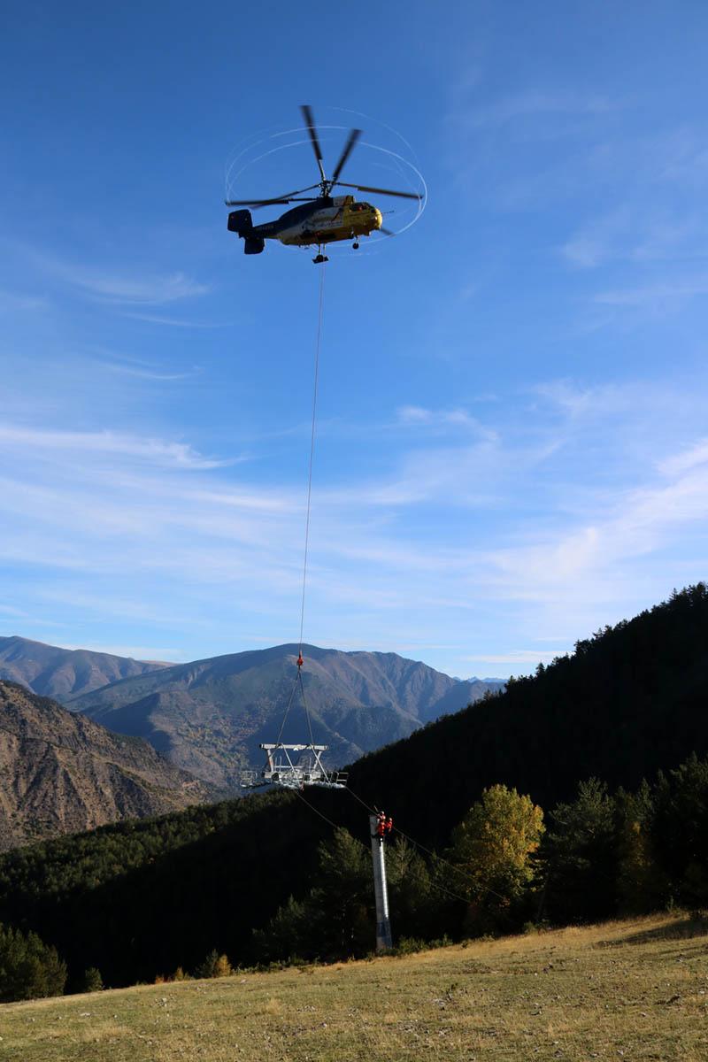 espot-la-roca-pilones-telecadira-helicopter-acn.jpg