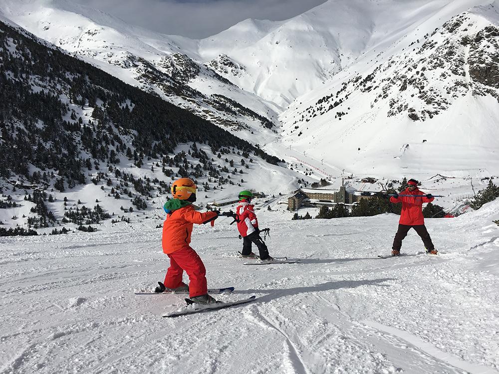 esqui-nens-monitor-professor-vall-de-nuria.jpg