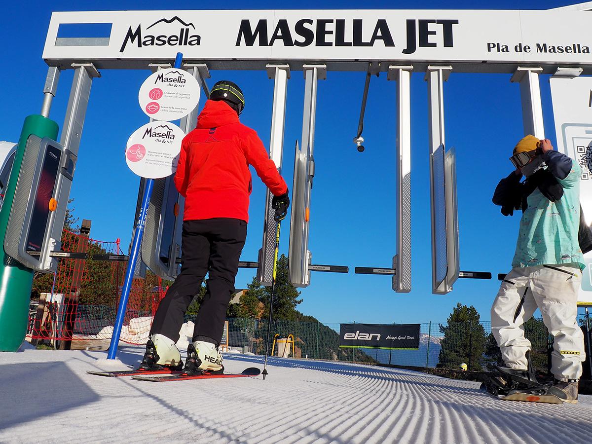 masella-embarcament-axess-masella_jet-hh-porta