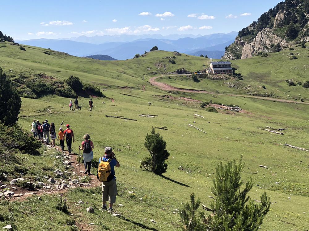refugi-prat-aguilo-serra-cadi-excursionistes