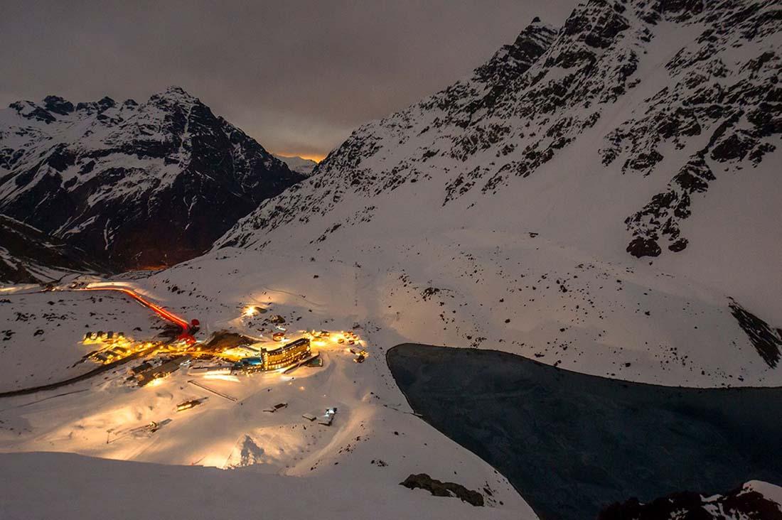 ski-portillo-chile-laguna-nocturna