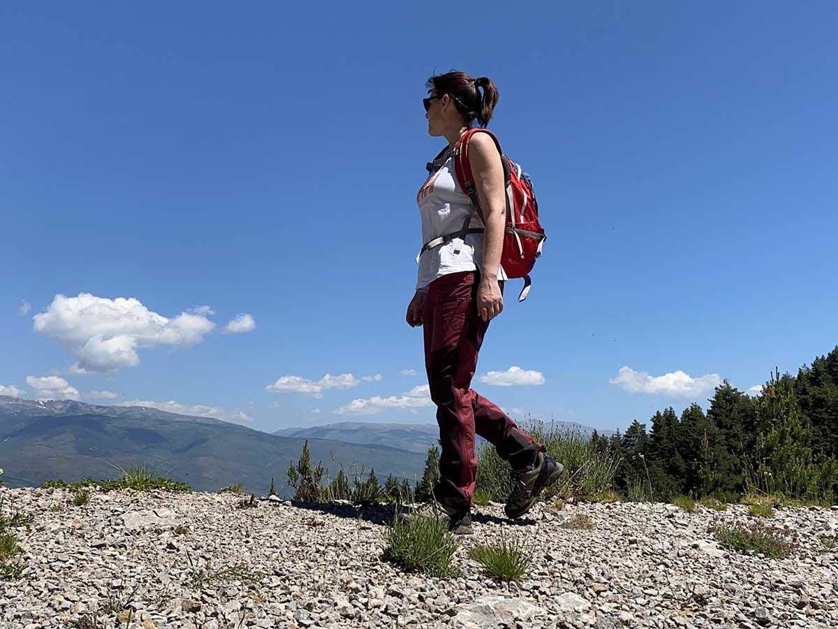 trekking-pantalons-samarreta-helly-hansen-motxilla