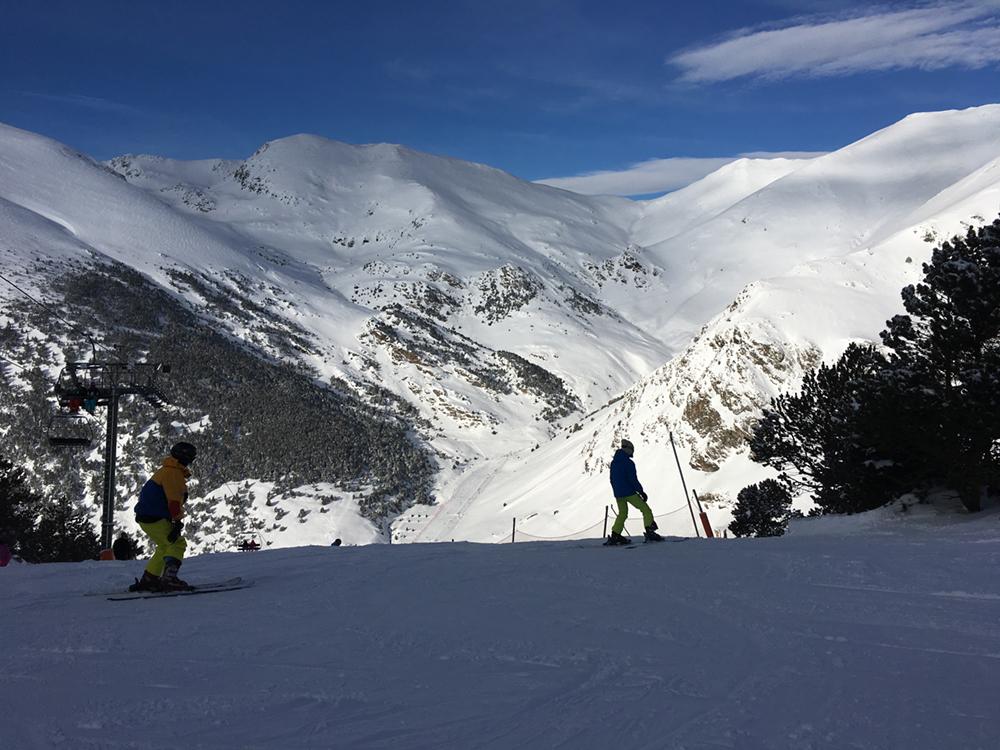 vall-de-nuria-esquiadors