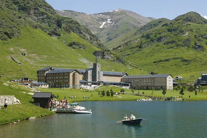 vall-de-nuria-estiu-llac-i-hotel